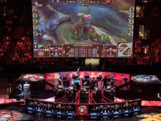 Startuje play off Worlds 2018! Budou slavit Fnatic?